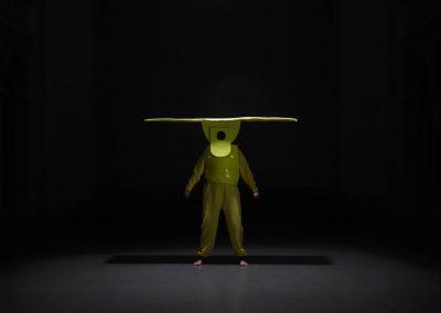 Mop, 2014. PE sponge, acrylic paints, wood, aluminum, textile, 55 x 45 x 45 cm (vest) 130 x 40 x 45 cm (head). Foto: Attila Hartwig